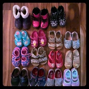 Lot / Bundle (15 pair) girl (toddler) size 7 shoes